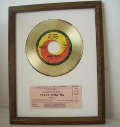 Gouden plaat Frank Sinatra - The Moon was yellow